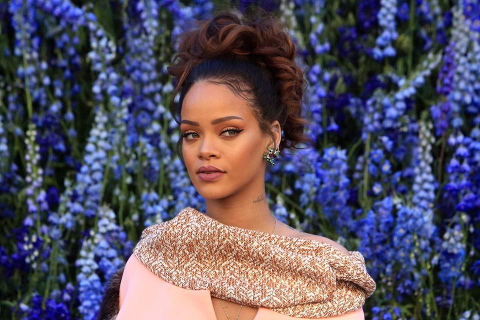Rihanna,başta 2,75 milyon dolara satışa çıkardığı evini beş ay ilanda kaldıktan sonra 2,85 milyon...