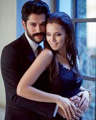 Fahriye Evcen ile eşi Burak Özçivit 29 Haziran'daki düğünlerinden önce İstinye'de bir dairede...