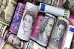 Dolar yükselişte, euro rekor kırdı