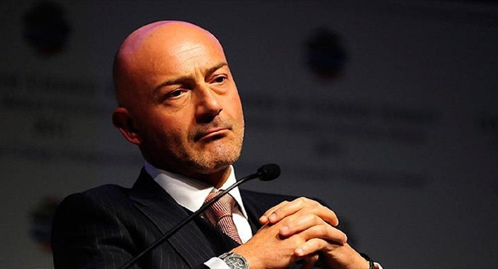 <strong>Ferit Şahenk</strong>-<strong> </strong><em>Doğuş Holding</em>- 2.4 milyar dolar