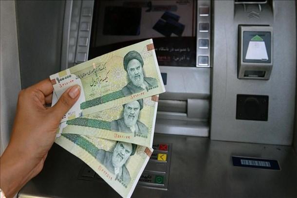 İran'da ABD yaptırımlarının ilk günü dolar değer kaybetti