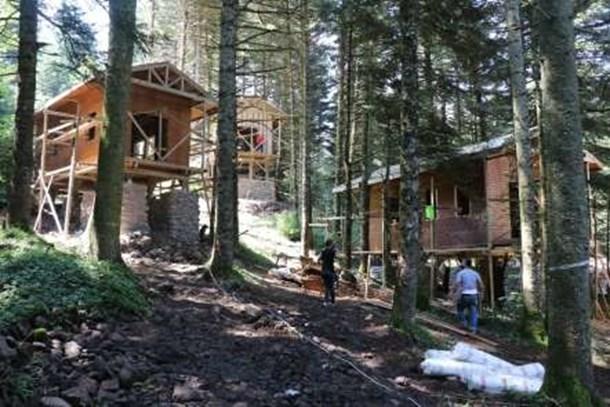 Doğayla uyumlu 25 ev Gölcük'e yerleştirildi